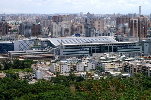 1200px-THSR_Zuoying_Station_and_TRA_New_